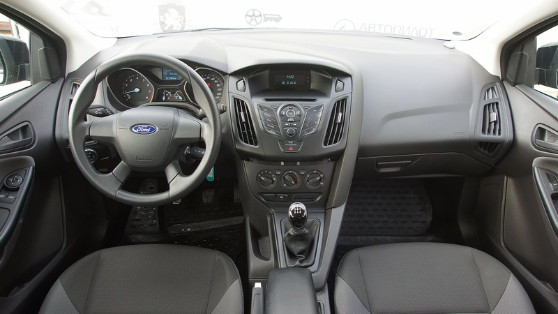 Аренда автомобиля Ford Focus HB (MT) в Крыму